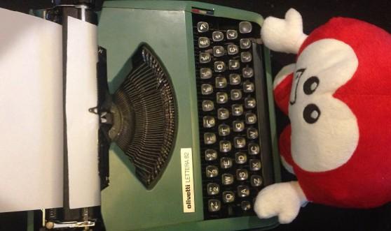 Copaguinho na máquina de escrever